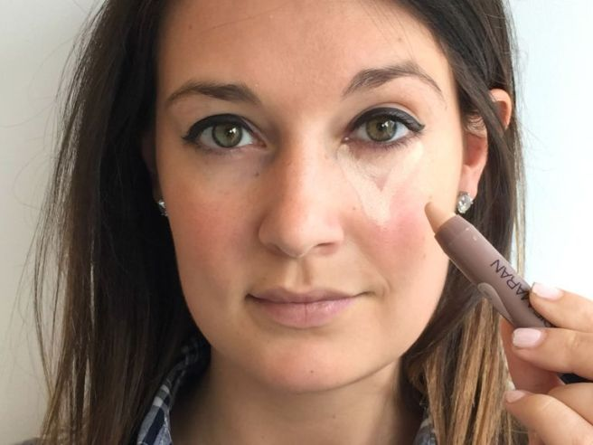 How-to-apply-concealer-under-eyes-perfectly